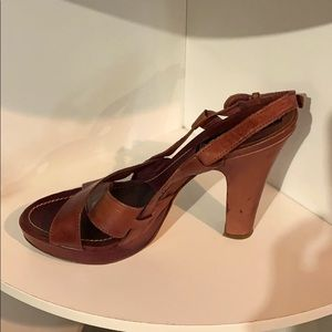 LN Steve Madden brown leather high heeled sandals.